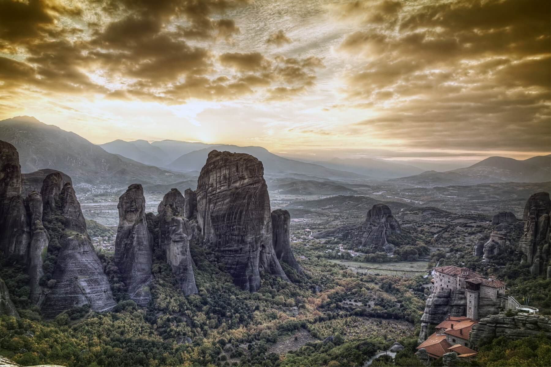 sky-and-the-rocks-of-meteora